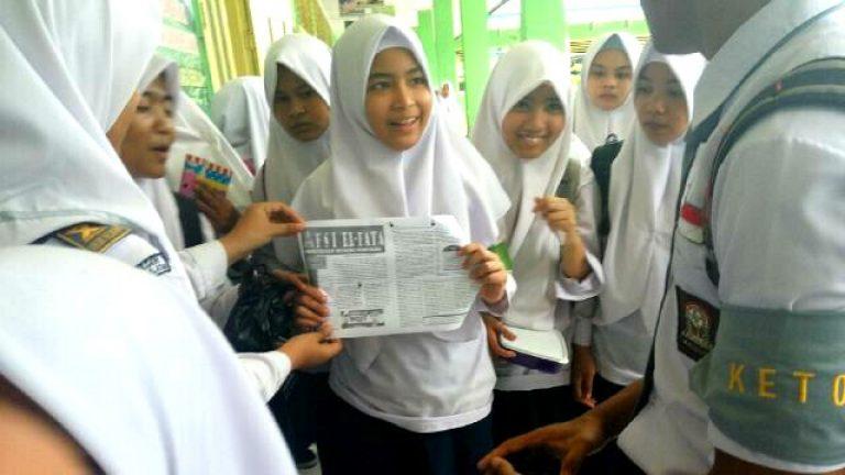 Sebar Bulletin Khusus Anti Valentine, FSI El-Fata Sambangi Sekolah Sekitar