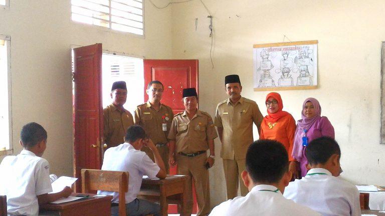 Disdikpora Solsel Tinjau Pelaksanaan UN di SMAN 5 Solok Selatan