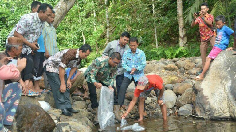 Wabup Awali Penebaran 140 Ribu Benih Ikan